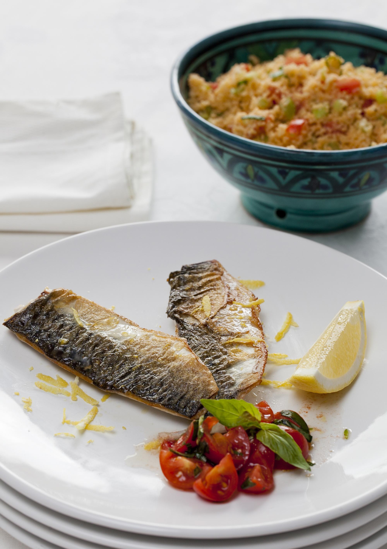 Makreel met couscous, tomaat en basilicum
